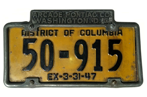 1946 (exp. 3-31-47) auto plate no. 50-915 in an advertising frame of Arcade Pontiac Co.